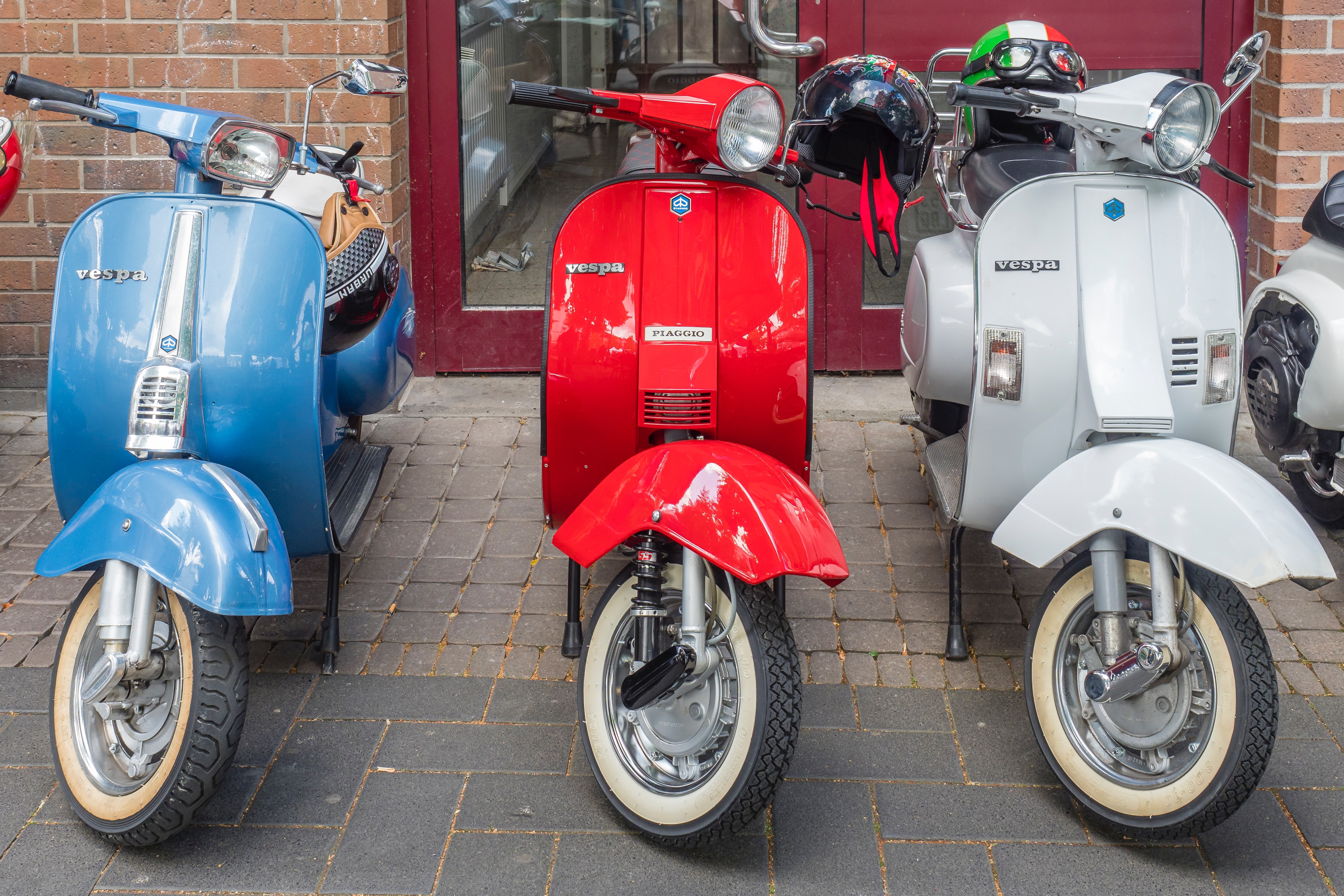 3台のスクーター